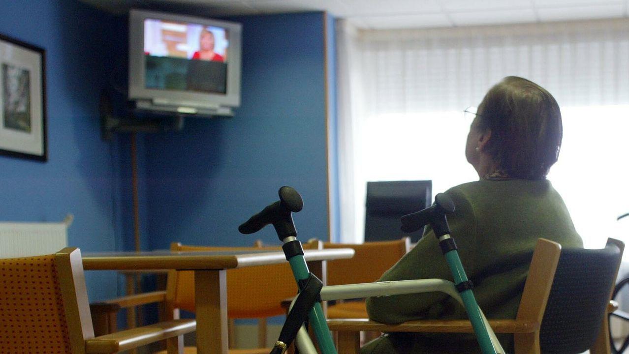 El rey asegura que «aún quedan tiempos difíciles» pero que España «es un gran país» que sabe vencer las dificultades.Un conductor de bus con mascarilla esta mañana en A Coruña