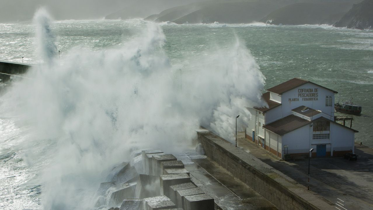Las imágenes del paso de Hugo por Galicia.Nieve en la vertiente asturiana del Puerto de San Isidro