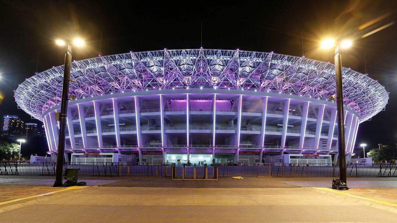 Vista del estadio Gelora Bung Karno de Yakarta momentos antes del apagado de luces