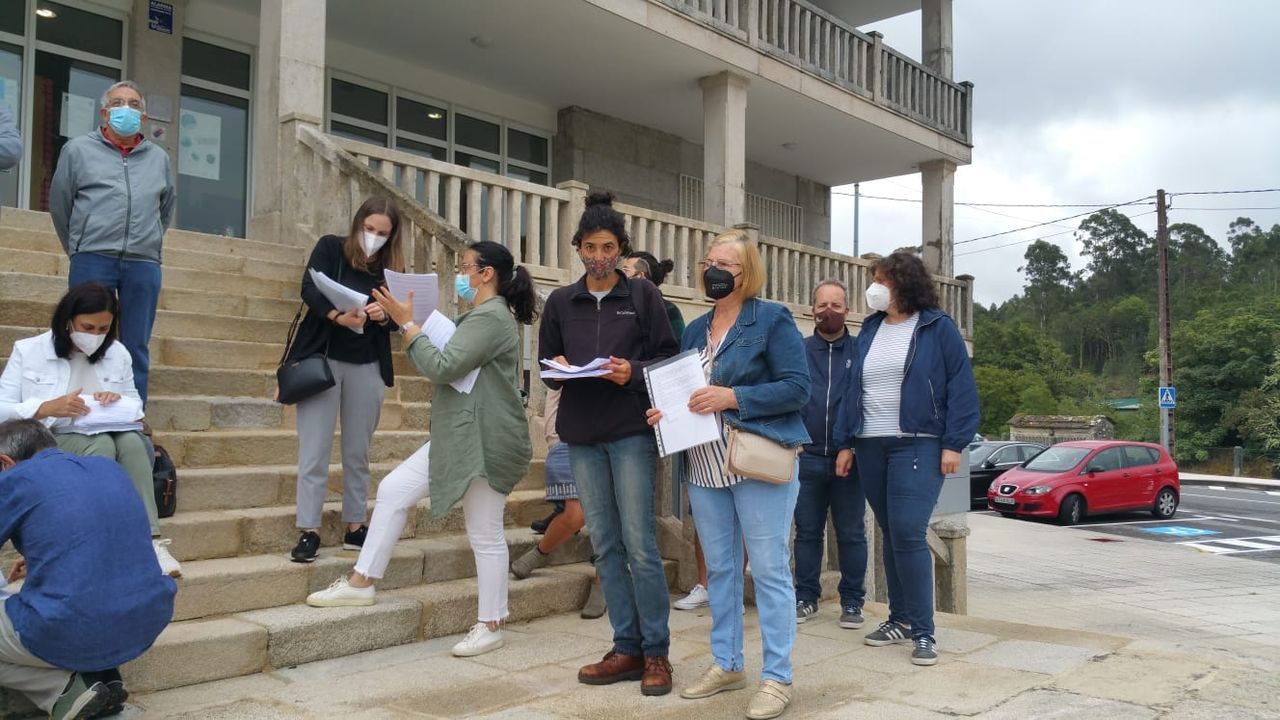 Entrega de reclamaciones en Carballedo por parte de la plataforma Asieólicosnon