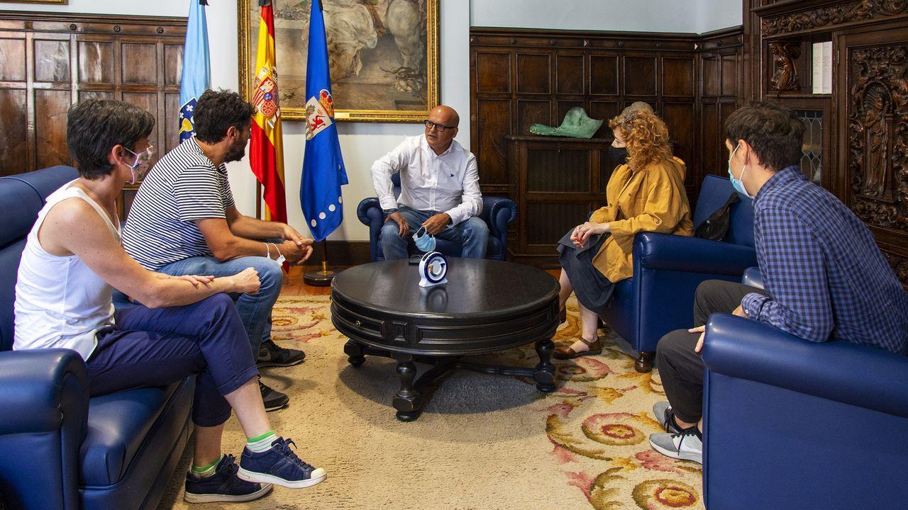 Borja Caamaño, fundador y editor de Bunker Books.El presidente de la Diputación provincial se reunió este miércoles con parte del equipo de dirección y producción de la película  Cuñados