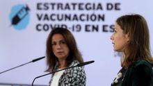 La Secretaria de Estado de Sanidad, Silvia Calzón, junto a la Directora de la Agencia española del Medicamento, María Jesús Lamas, durante la rueda de prensa esta tarde en el complejo de La Moncloa