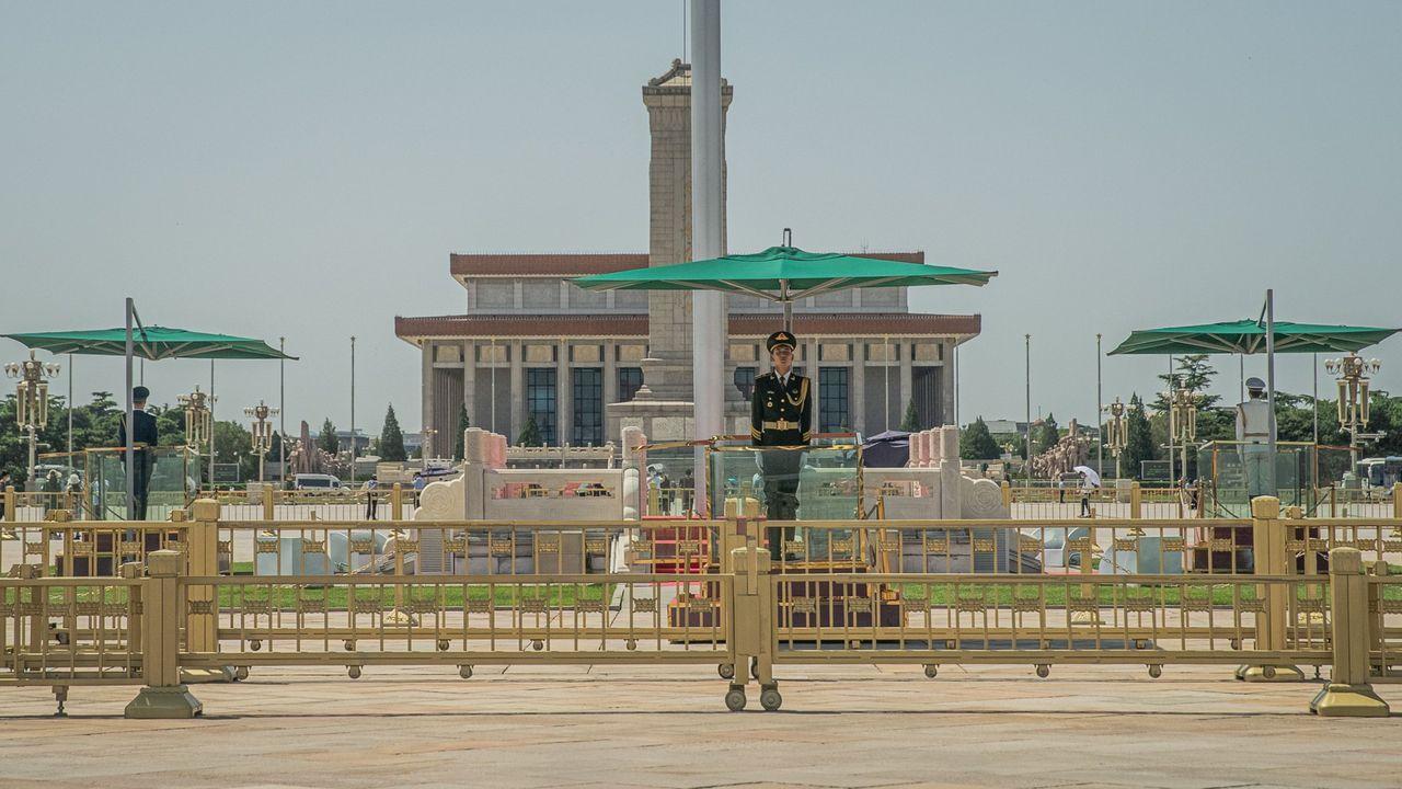 Torres de vigilancia norcoreana y surcoreans en la frontera