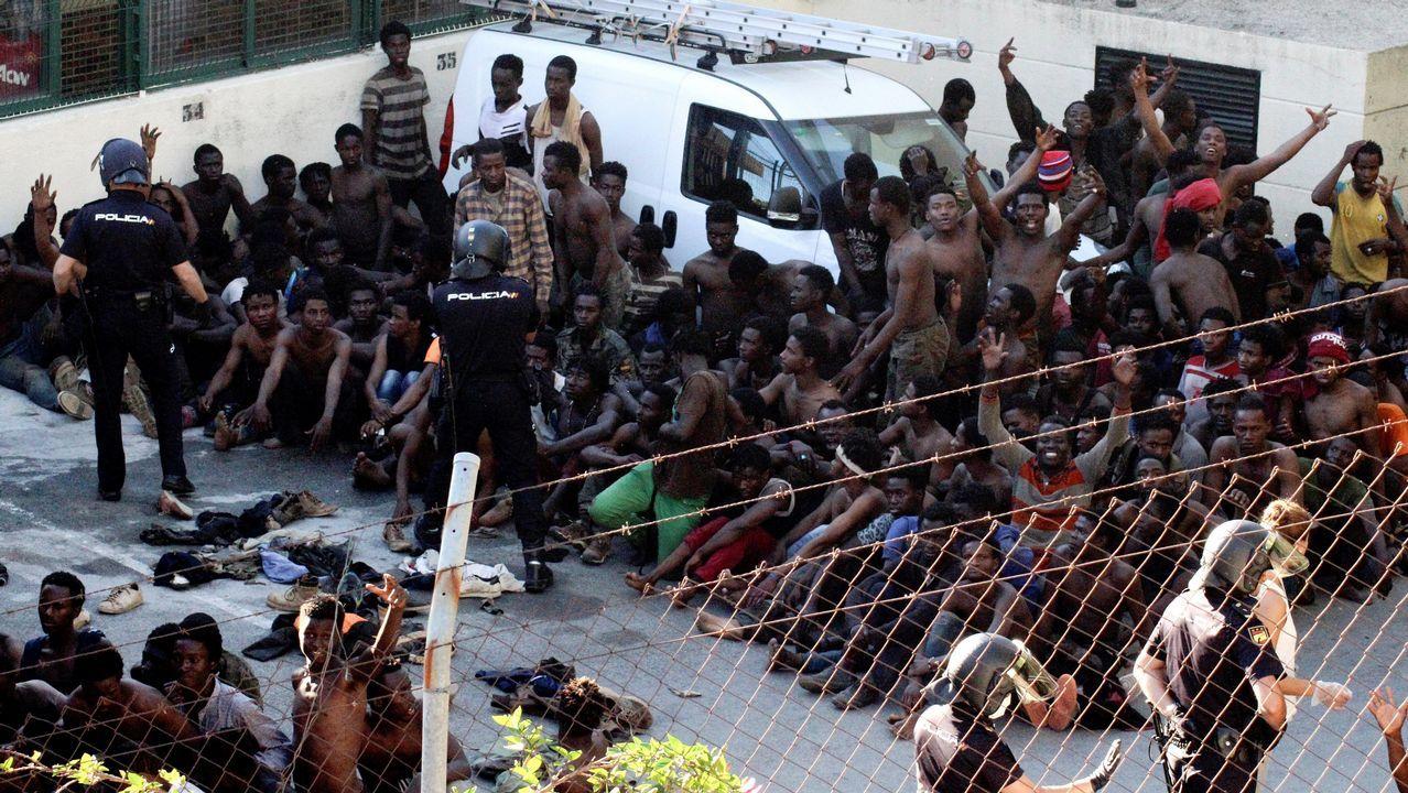 Los subsaharianos que lograron acceder a Ceuta se dirigieron al Centro de Estancia Temporal de Inmigrantes