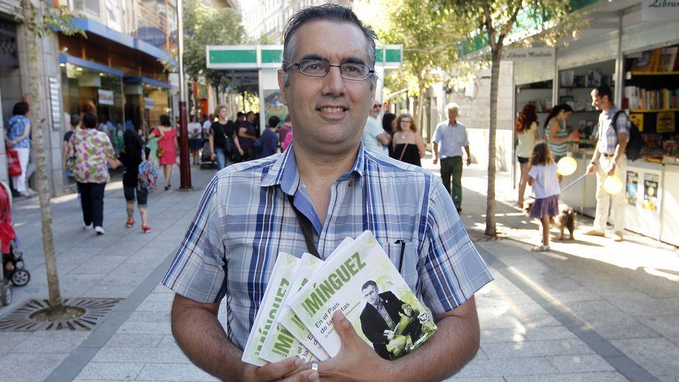 En el acto coordinado por Mercedes Queixas participaron una quincena de escritores y el grupo Xardín Desordenado (en la foto).