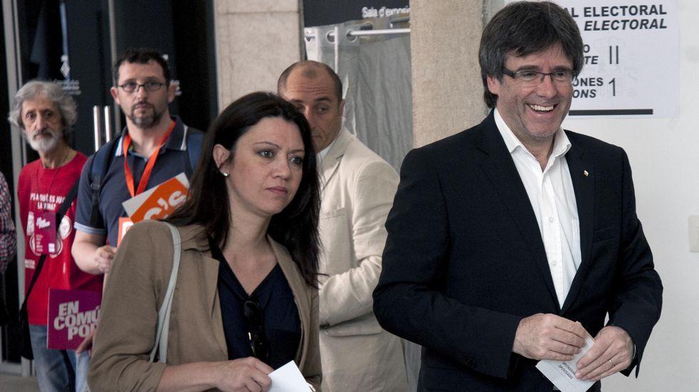 El presidente de la Generalitat, Carles Puigdemont, llegó con el voto preparado de casa