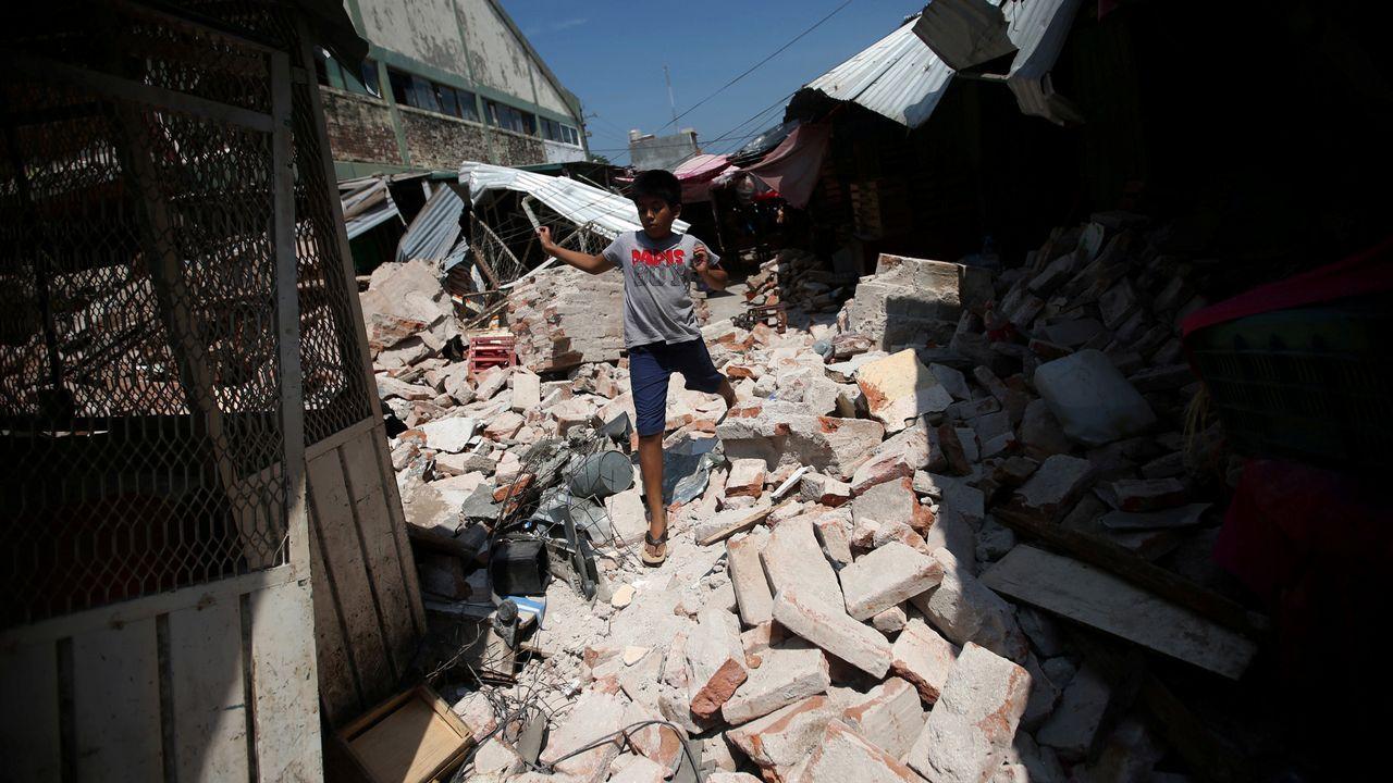 El terremoto de México, en imágenes.Arturo Elias ondea una bandera en el Carlos Tartiere