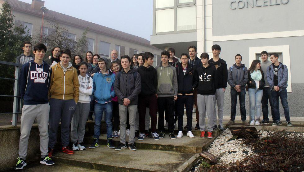 Los chicos y sus profesores fueron recibidos en el Concello.