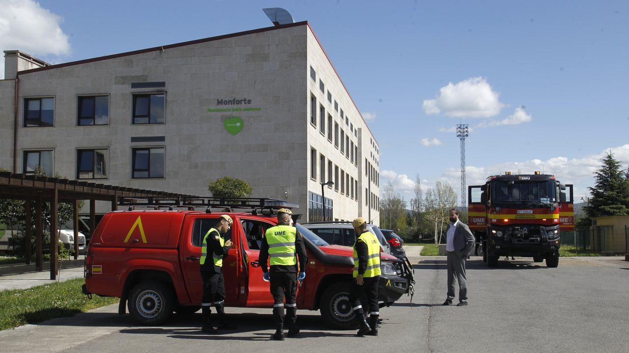 Soldados de la unidad militar de emergencia hicieron en marzo desinfecciones en las residencias de mayores de Monforte (en la foto, la de O Morín)