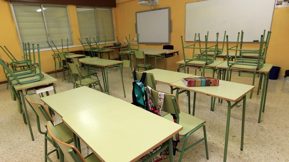 Concentración en defensa de la construcción de un segundo instituto en La Corredoria (Oviedo).Un aula vacía