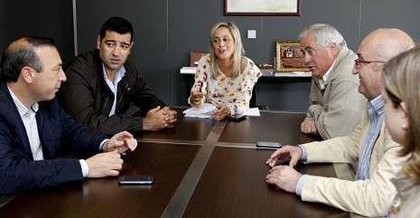 Un momento de la reunión celelebrada en Viveiro con presencia de seis de los siete concellos.