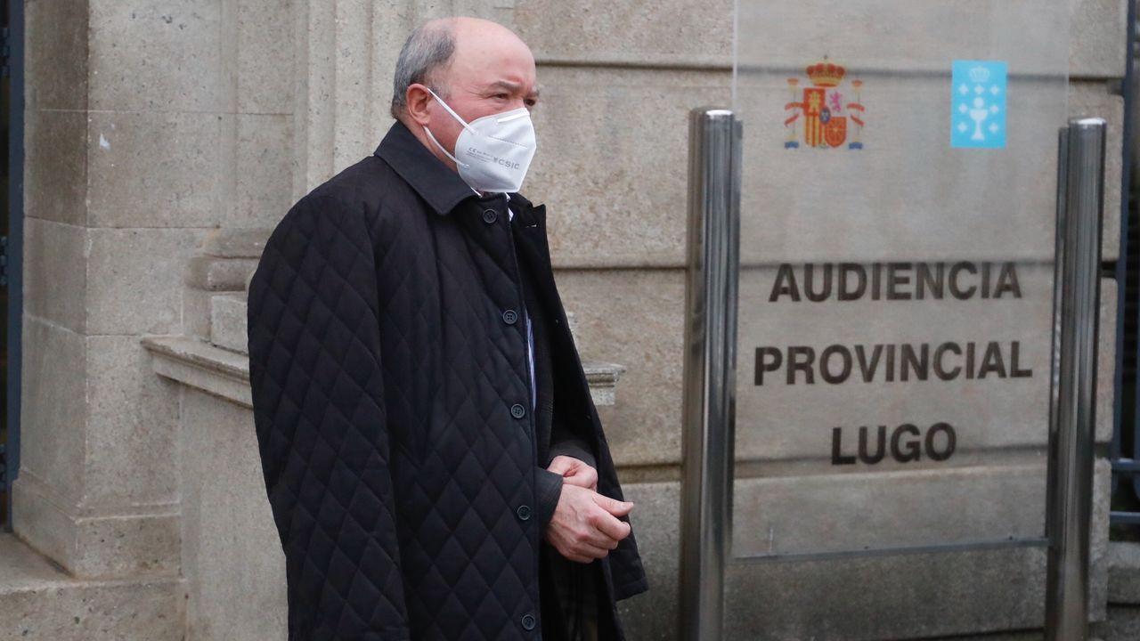 El Club Fluvial en blanco y negro.Francisco Fernández Liñares al final del juicio celebrado en la Audiencia Provincial de Lugo en febrero