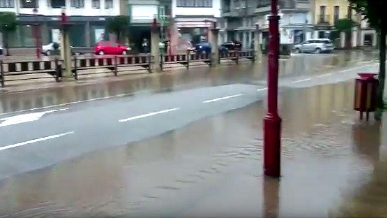 La Folixa, Gijón.El centro de Villaviciosa, anegado
