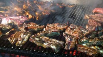 El churrasco, la croca y la richada son platos imprescindibles de La Robleda