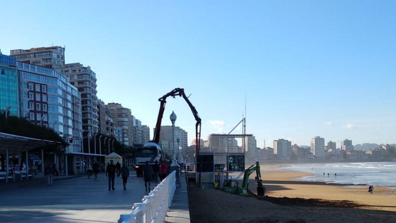 Refuerzo de la caseta de Salvamento Marítimo de la playa de San Lorenzo de Gijón.Trabajos de cimentación de la caseta de Salvamento de la playa de San Lorenzo