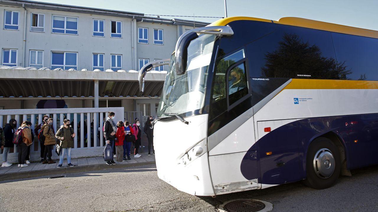 Últimos días de la estación de San Caetano.Un autobús en el polígono de Novo Milladoiro, Ames
