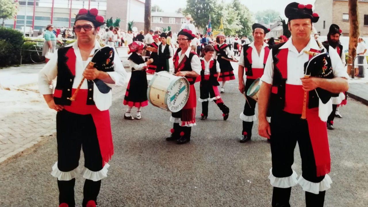 Foto antigua de la agrupación musical del desaparcido centro O Lar Galego de Rotterdam