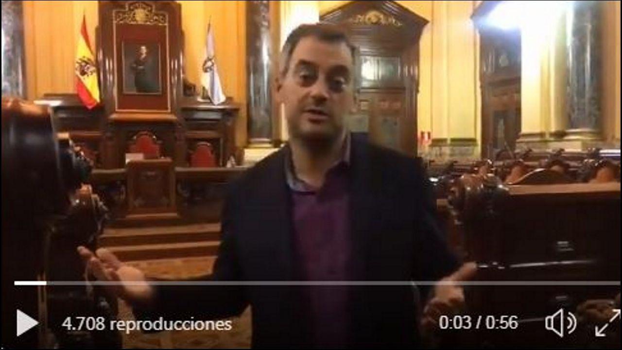 Irene Montero: «Qué son las cloacas del estado, sino un mecanismo para garantizar que votáis bien».Toni Lodeiro (izquierda), con el concejal Alberto Lema.