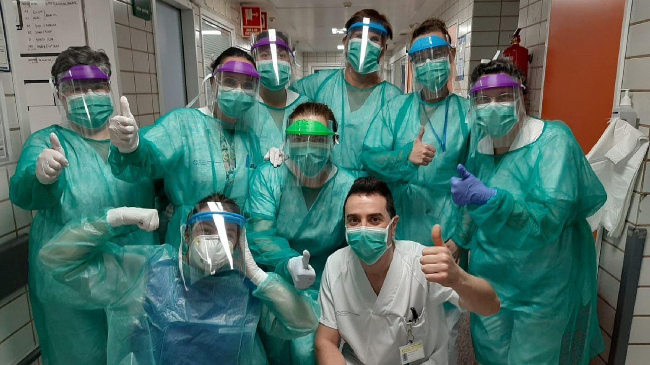 Personal del Marcide con las máscaras de protección fabricadas por el grupo de makers  Protectores Sanitarios