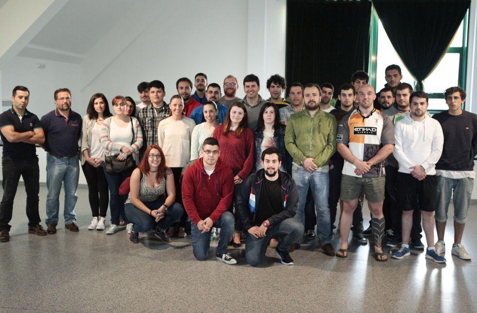 Representantes de CxL y PSOE mantuvieron una reunión ayer con jugadores del Coreti.