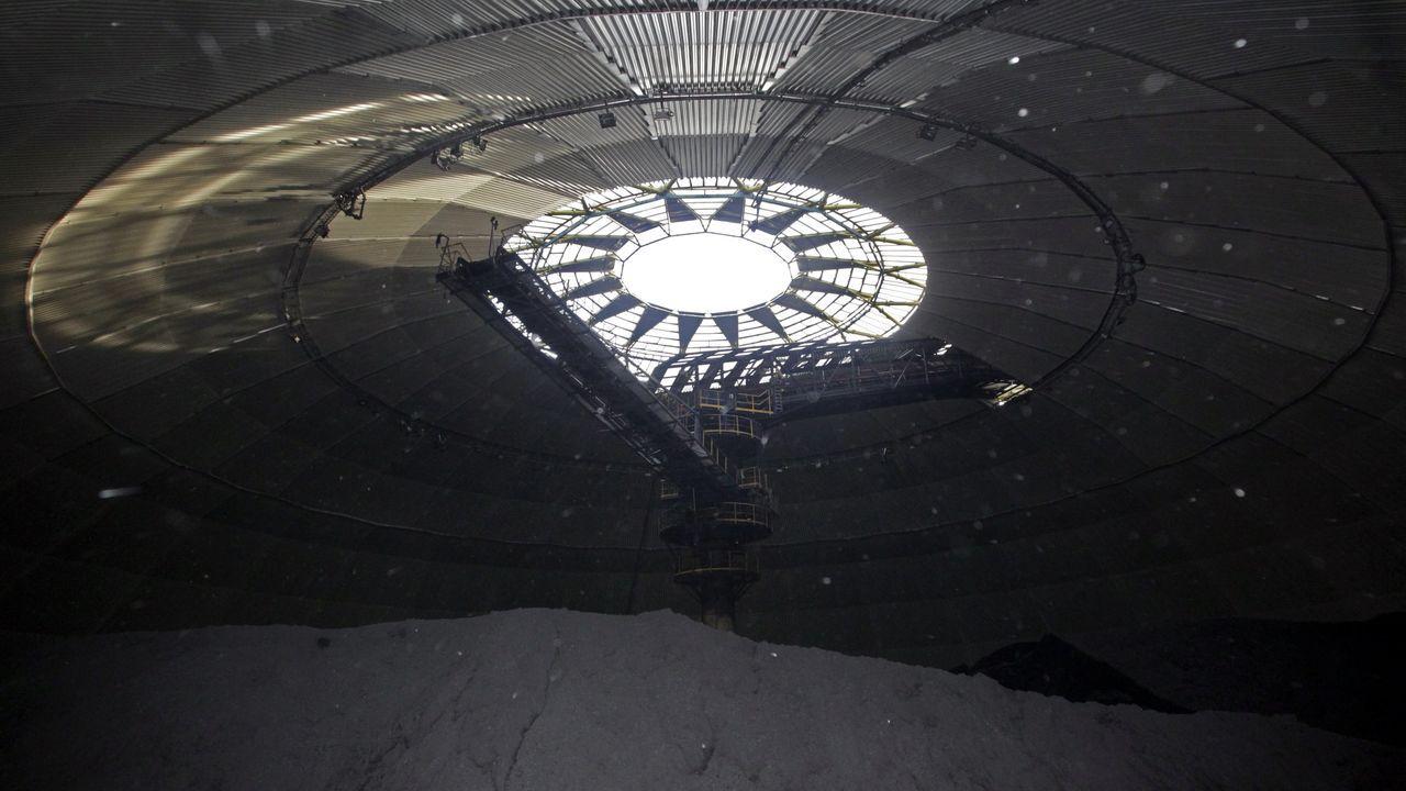 La central térmica de Naturgy en Meirama se nutria dell carbón que se descargaba en la Medusa del Puerto de A Coruña