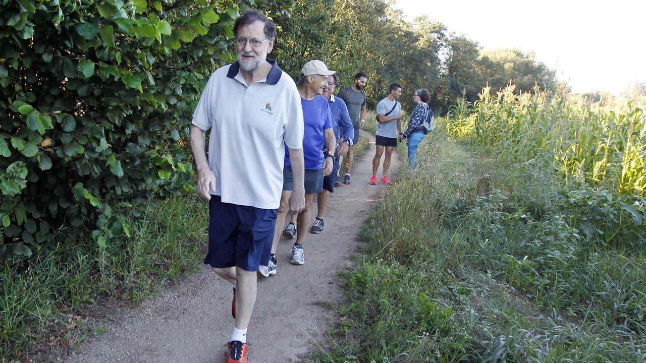 Rajoy, paseando por la ruta del Umia