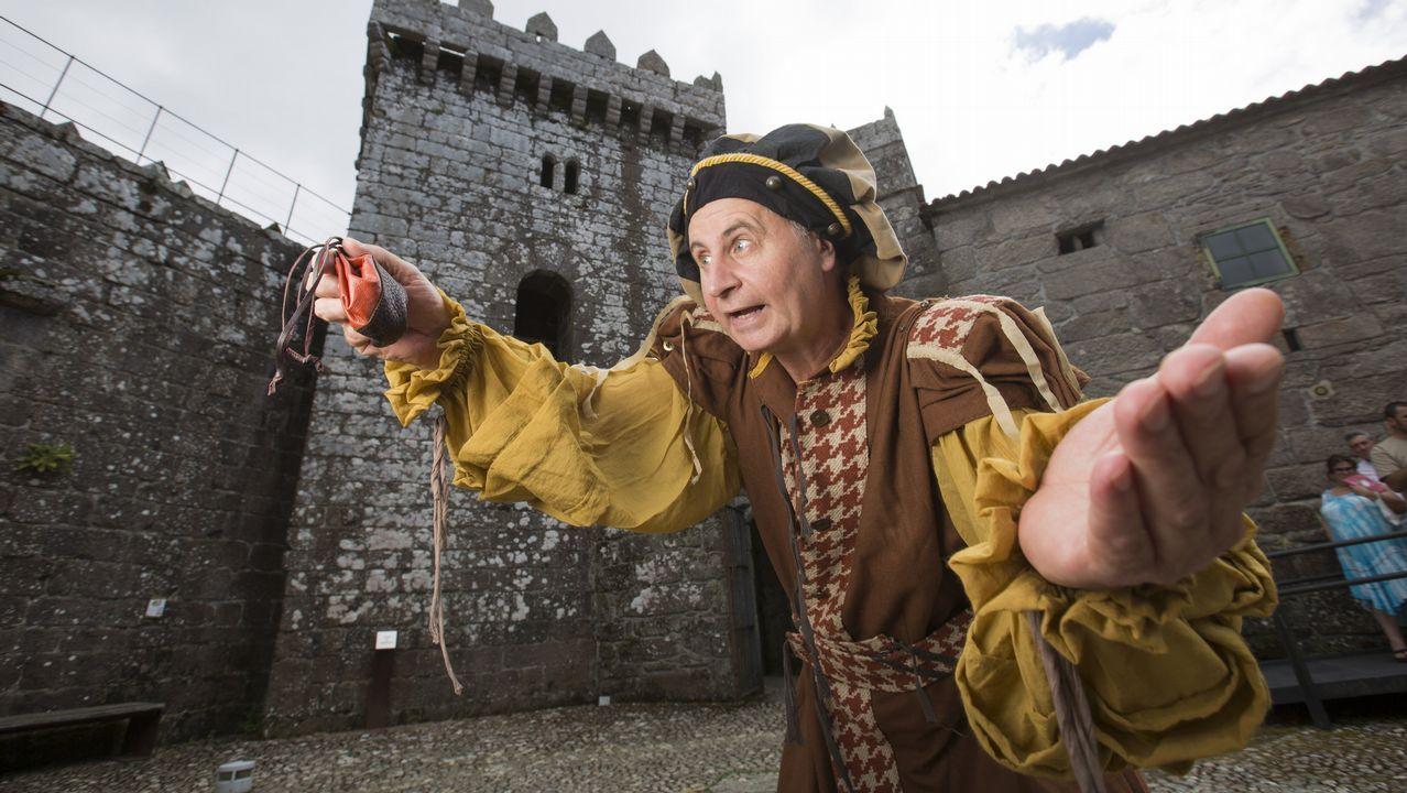 Lucho Penabade, en el castillo de Vimianzo