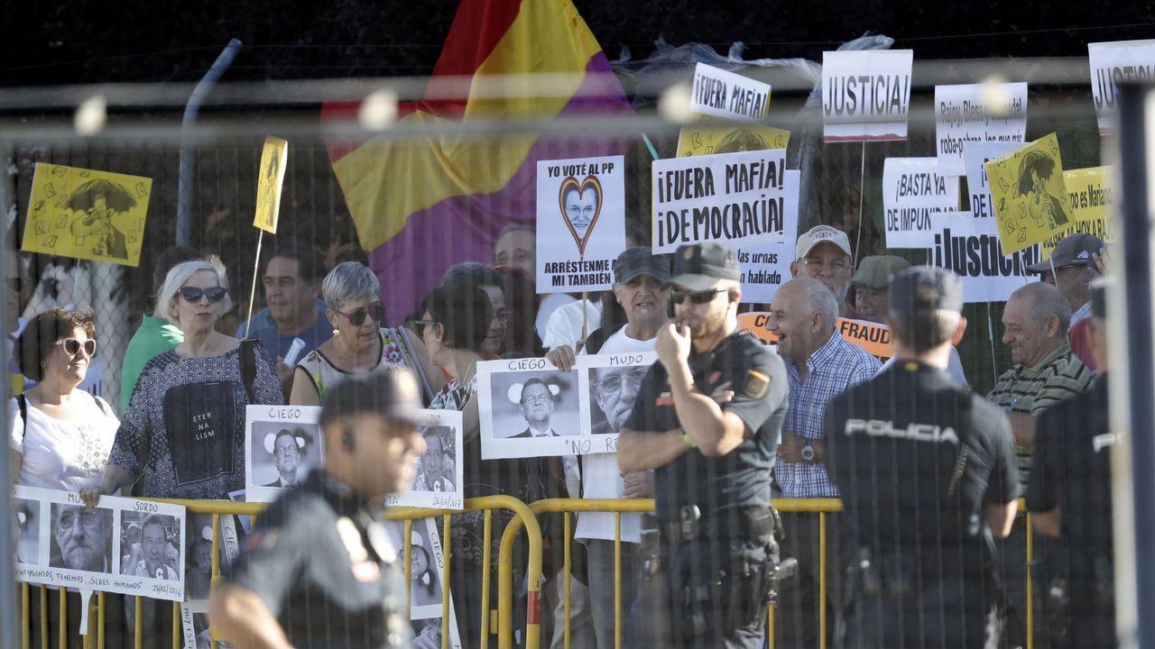Manifestantes en las inmediaciones de la Audiencia Nacional