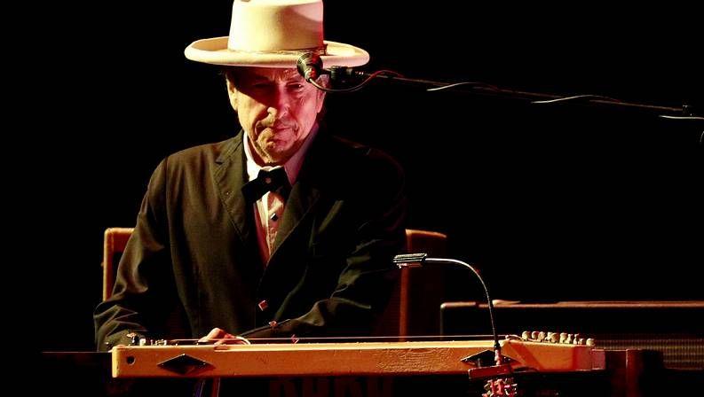 Así fue el paso de Bob Dylan y su banda por Compostela.Bob Dylan, en su reciente actuación en Benicassim