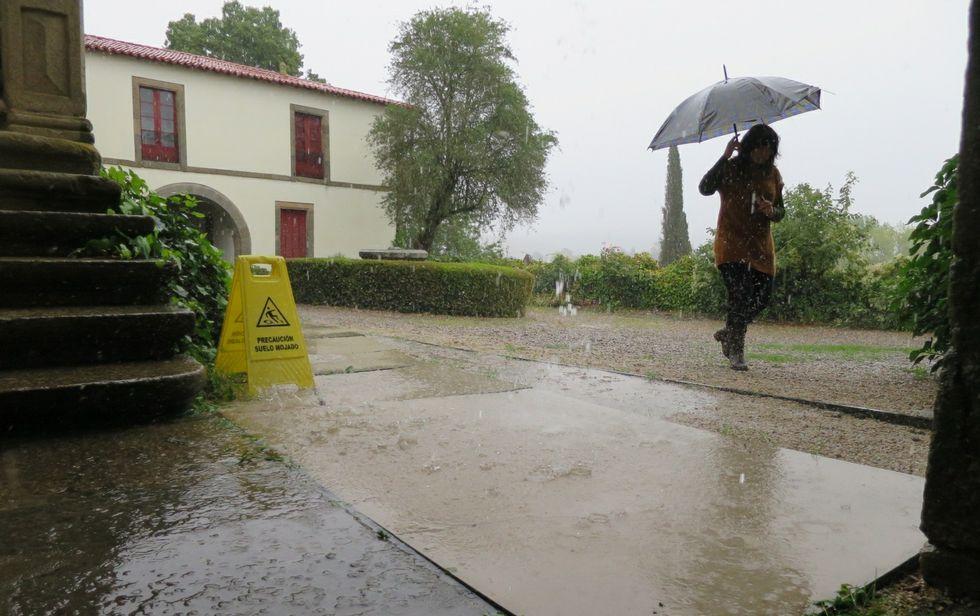 En Monforte (en la foto, el pazo de Tor) llovió ayer con intensidad durante casi toda la tarde.