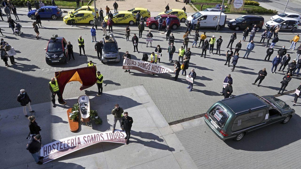 Las fotos de la manifestación de los hosteleros en Carballo.Visita al Clúster de la Pizarra
