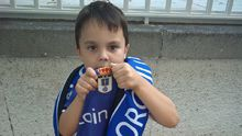 Aday posa con la camiseta del Real Oviedo