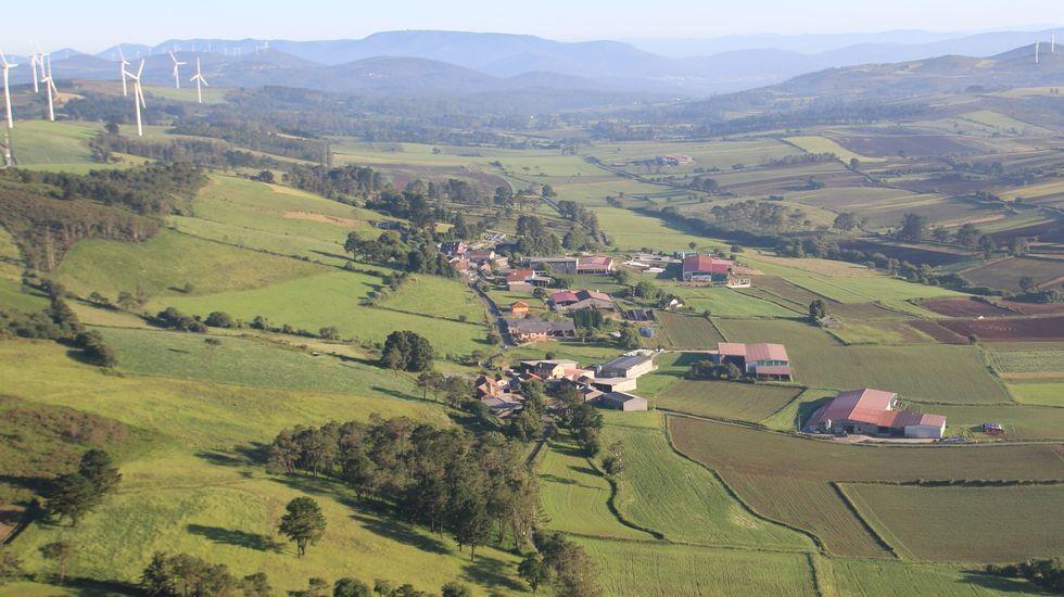 De puente a puente en Barbanza, Muros y Noia.Vista aérea de Maroñas, en Mazaricos