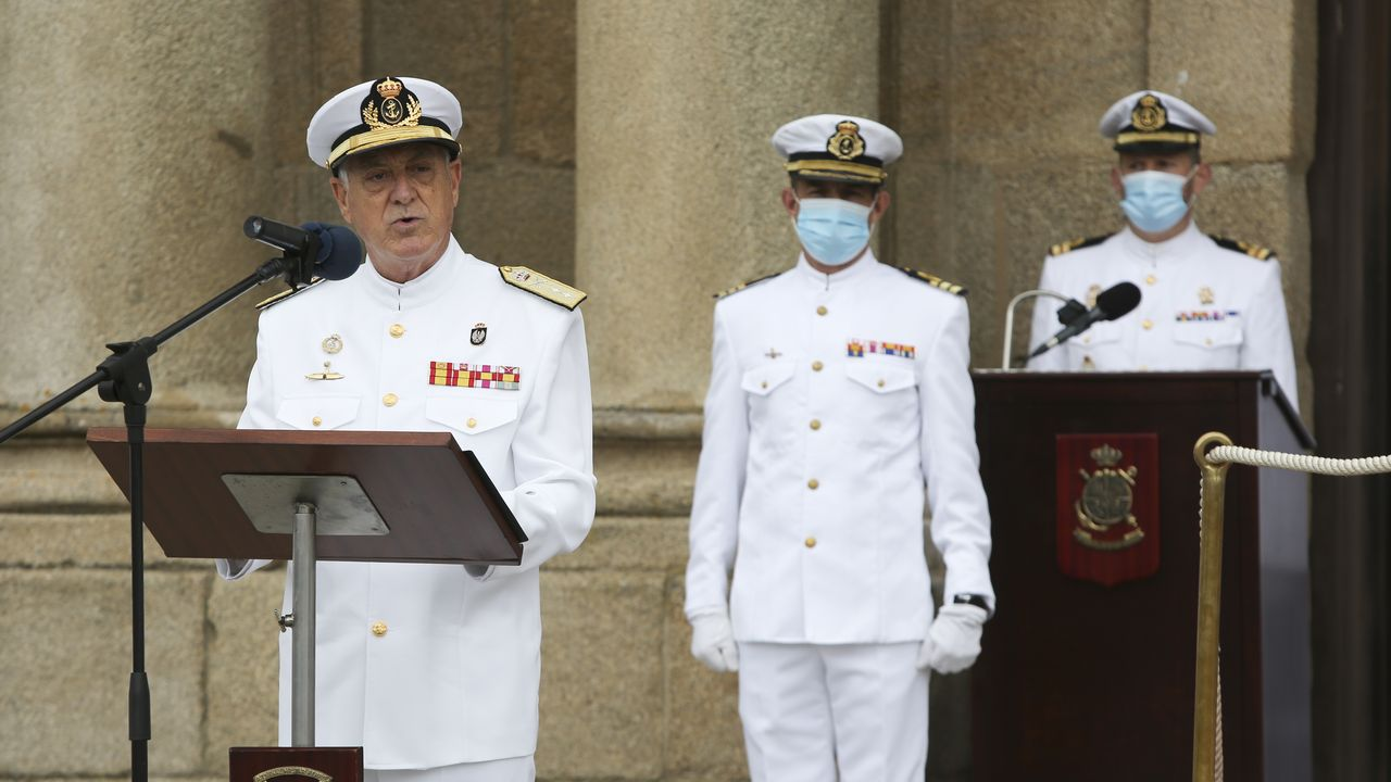 Margarita Robles preside el acto de entrega de Reales Despachos de la Armada.Duelo Menor pronunció un emotivo discurso tras 44 años de servicio activo para la Armada