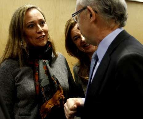 La conselleira de Facenda, Elena Muñoz, junto a Montoro.
