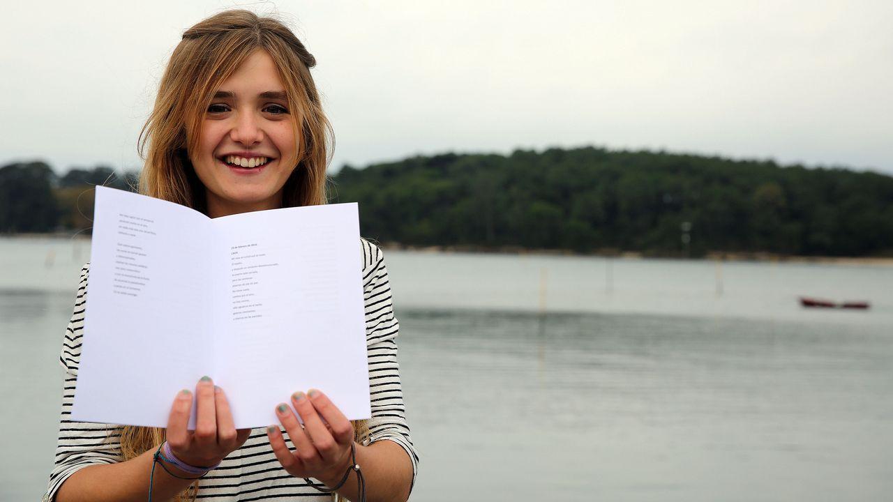 Olesya Kavenska recita un poema.Los métodos artesanales pueden alterar la obra de arte y emiten gases toxicos