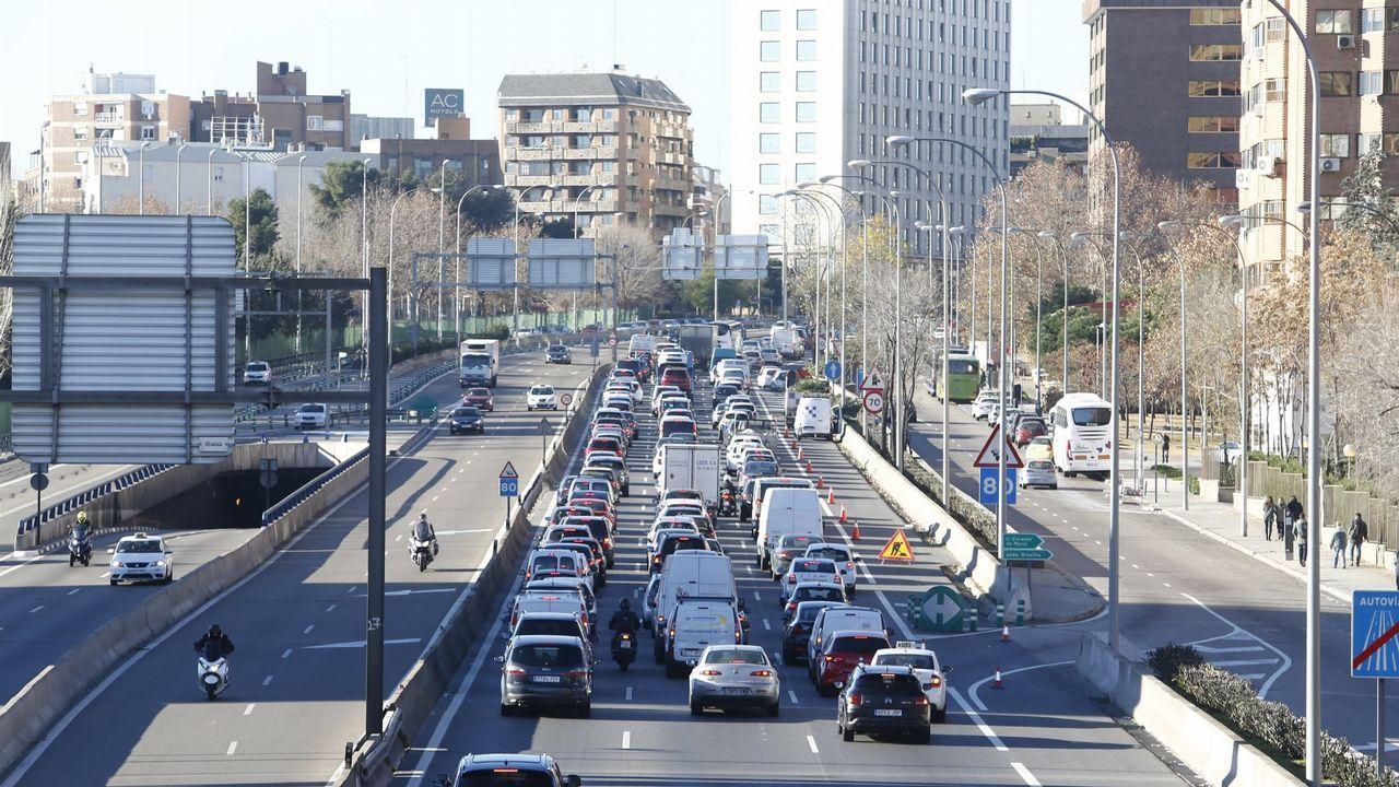 Torra retira la pancarta de la Generalitat.Uno de los accesos al centro de Madrid, en una imagen de archivo