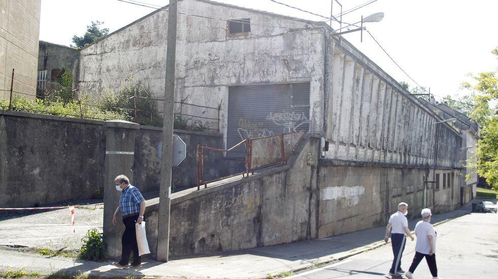 Exterior de la nave en ruinas que se encuentra en venta desde febrero del pasado año