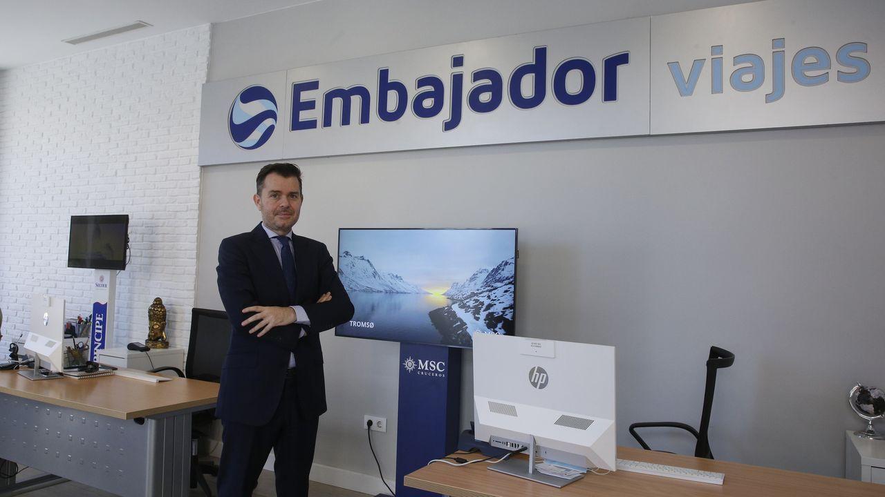 Óscar Regal dirige Viajes Embajador, con sede en la calle Picavia, en el centro de A Coruña