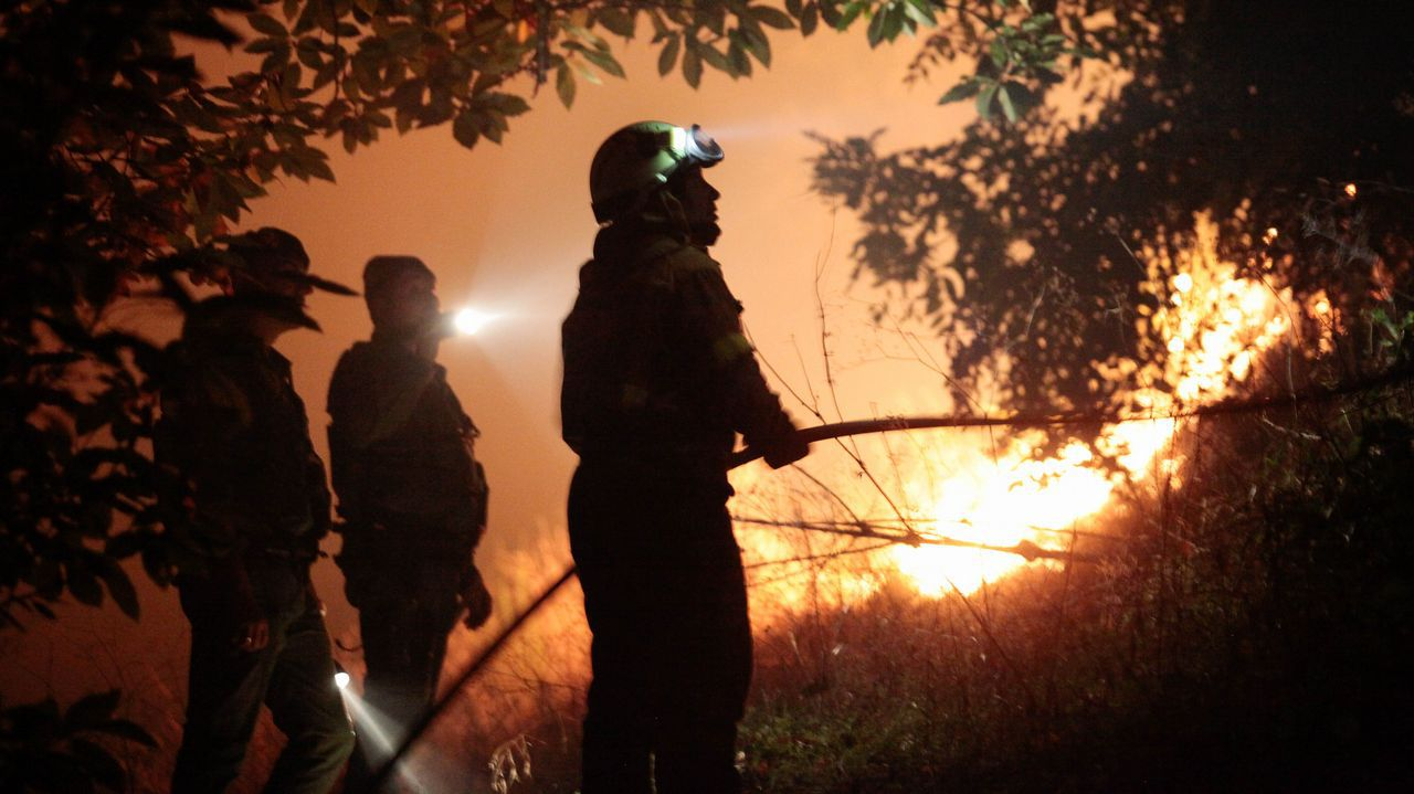 Incendio forestal en Negreira