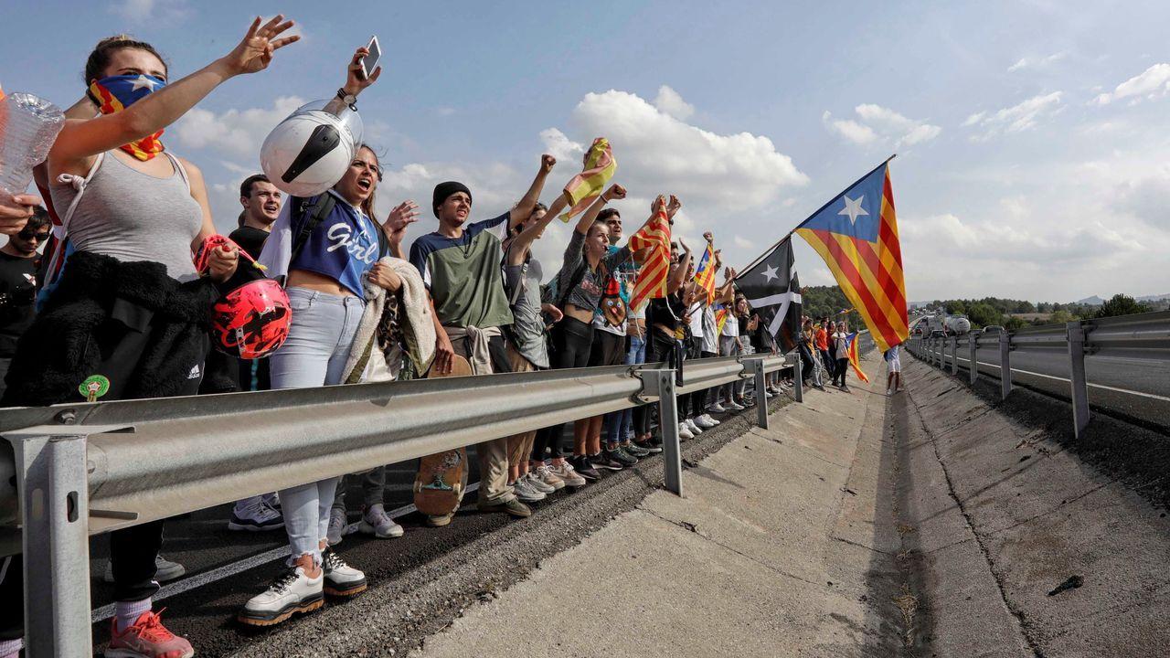 Concentración delante del Tribunal Superior de Justicia de Cataluña convocadas por Òmnium tras la sentencia