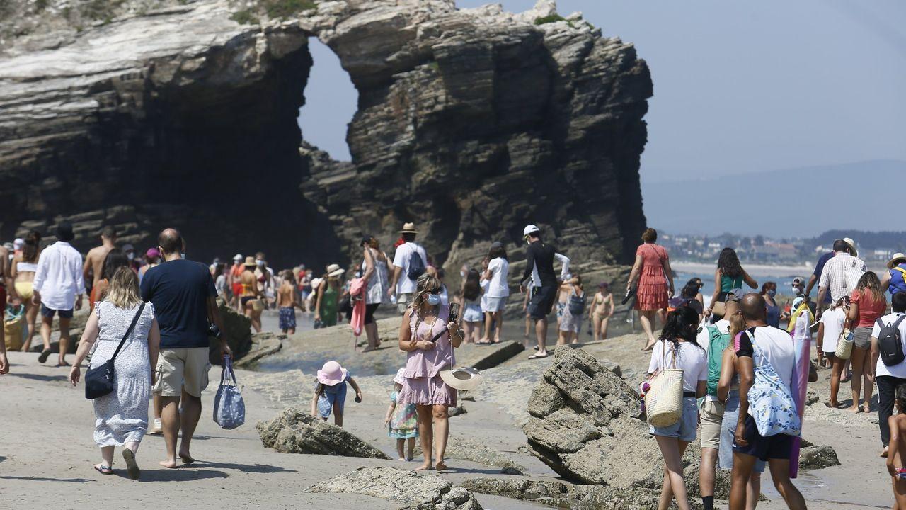Hasta el 30 de septiembre aún hay que solicitar reserva gratuita para visitar la playa ribadense de As Catedrais