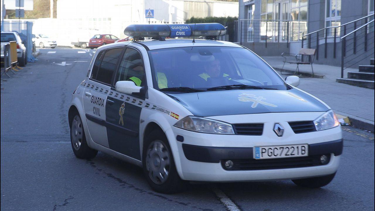 El audio que recoge el intento de rapto en Boiro por parte del Chicle.Un policía sale del Concello de Santiago con material requisado