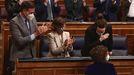 La ministra de Hacienda y portavoz del Gobierno, María Jesús Montero, recibe los aplausos del presidente Sánchez y de los vicepresidentes Calvo e Iglesias tras la aprobación en el Congreso del proyecto de Presupuestos para el 2021