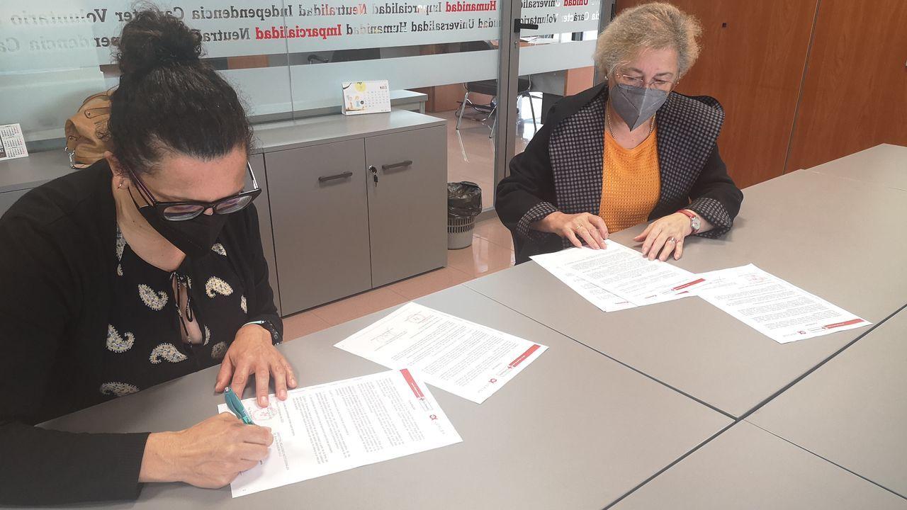 Margarita Hermo y Rosa Abuín firman el acuerdo de colaboración