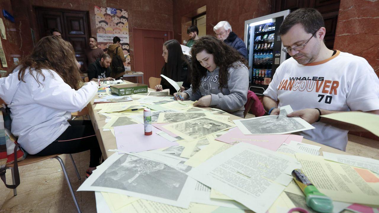 Profesores asistentes a un taller de ideas durante un curso de formación