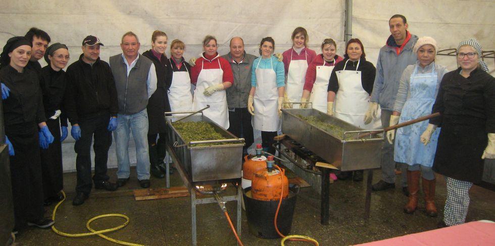 Estampas de la nevada en A Pobra do Brollón.Los trabajadores de la cocina prepararon el cocido para que estuviera perfecto