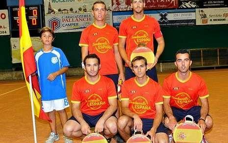 El Real Madrid-Celta, en fotos.La selección española, en la que jugó Ovidio Areán -agachado, a la izquierda-, compitió en Italia.
