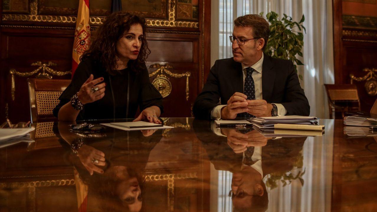 Errejón empieza a tejer alianzas.Feijoo, con la ministra María Jesús Montero, en un encuentro celebrado en agosto.