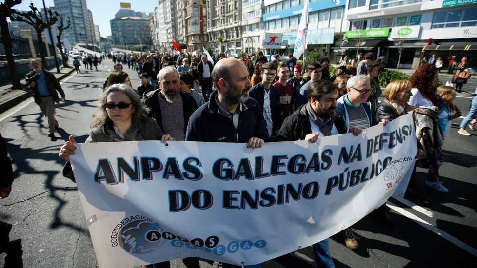 Manifestación multitudinaria contra la LOMCE..Manifestación polo ensino convocada por la Plataforma Galega en Defensa do Ensino Público na Coruña